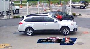 Elképesztő bátorsággal futamította meg az autótolvajt ez a nő - videó