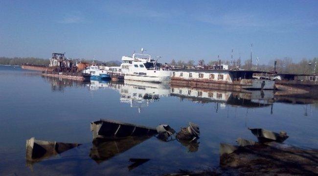 Süllyed egy hajó Újpestnél– ömlik belőle az olaj