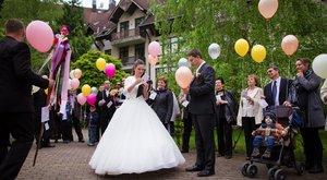 Lufipostát kaptak az ifjú házasok