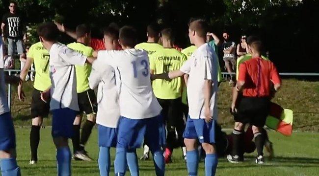 Földre küldték a bírót a szentesi focimeccsen – videó