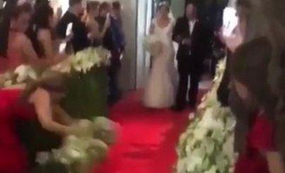 Így lopta el majdnem az egész show-t a menyasszonytól egy esküvői vendég