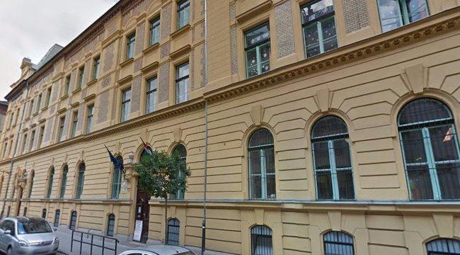 Leszakadt plafon fogadta a színyeis gimnazistákat