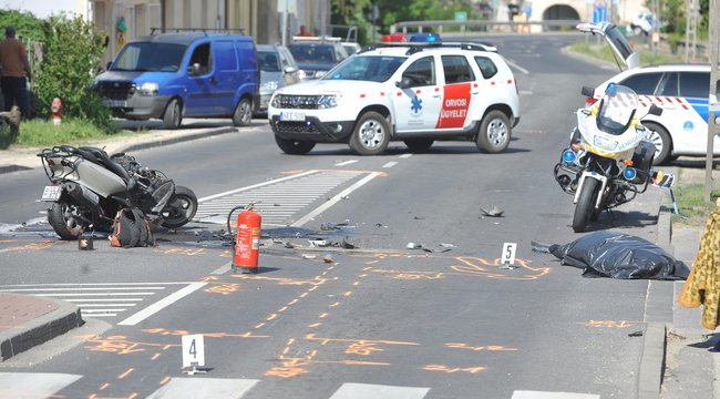 Végzetes baleset: meghalt egy motoros Piliscsabánál – fotók