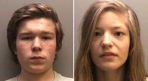 Megölte anyját és húgát, majd evett egy kis fagyit és szexelt a fiújával a 14 éves lány
