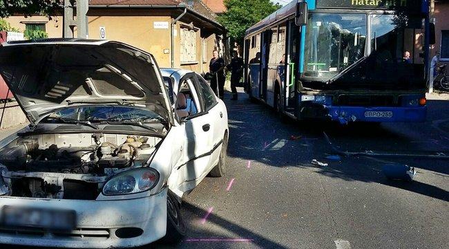 Busz és autó karambolozott a fővárosban – fotók