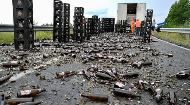 Borzalom! Rengeteg sör veszett oda Debrecennél – képek