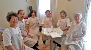 Csak Alzheimer-kórosfelszolgálókat alkalmaznak egy étteremben