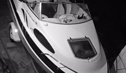 Kiraboltak egy hajót, de előtte még szexeltek egyet benne