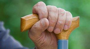 Ijesztő: nagyon idős ember verte meg a nejét