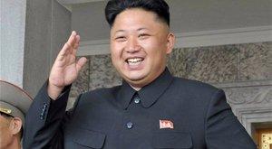 Ez a Kim Dzsong Un-szett még a szőrös fürdőruhánál is morbidabb - fotó