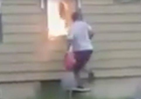 Barátján akart bosszút állni, de másra gyújtotta rá a házat – videó