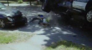Mercedesszel ütközött Szegeden a kukásautó, csak úgy repkedtek szegény kukások - videó