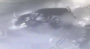 A hátsó ülésen kéjelgett, miközben a falnak csapódott a Suzuki