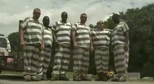 Összeesett a börtönőr a temetőben, a rabok meglepő dolgot tettek