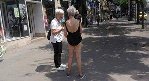 Fürdőruhában sétált a körúton a zavart nő