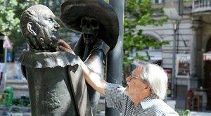 Hofi Géza feje elbír egy elefántot is –helyreállíttatták a humorista szobrát