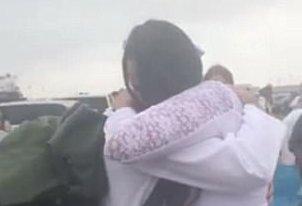 Elképesztő meglepetéssel várta a hazatérő tengerészgyalogos férjét