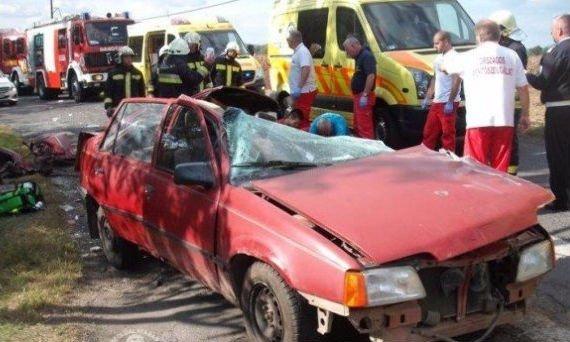 Ötfős családot tarolt le a teherautóval - két ember haláláért kell felelnie