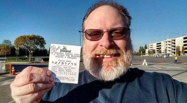 Ez a férfi nem azért jár minden nap Disneylandbe, mert pedofil