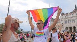 Elindult a 22. Budapest Pride: a vártnál kevesebb tüntető fogadta a felvonulókat – fotók