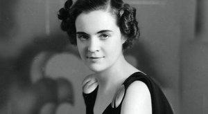 Mercedes kabriót kapott Hitlertől Albánia magyar királynéja