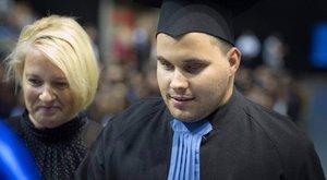 Lediplomázott a vak Norbi – ő az első a Tesnevelési Egyetemen