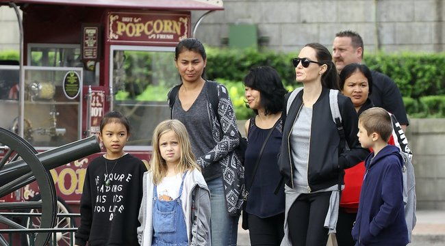 Akár pincér is lehet Angelina Jolie gyereke