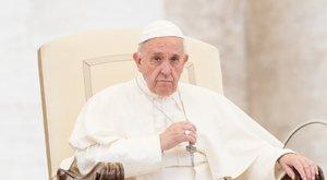 Ferenc pápa újított