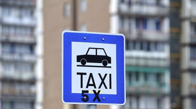 NAV-osokat rabolt el a taxis