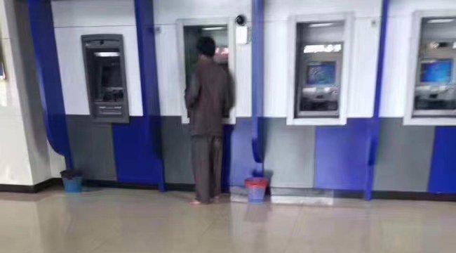 Ez a férfi megmutatatta, milyen az, amikor becsben tartjuk mások munkáját