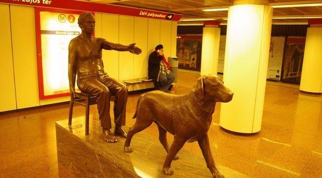 Ma Ön sem fog leszállni a Kossuth téren a metróról