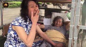 Anyja miatt 20 éve minden nap halott nővérének öltözik be