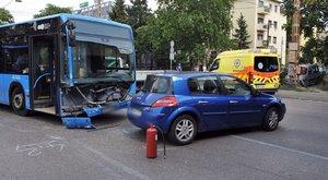 Személyautóba csapódott egy autóbusz Zuglóban - fotók