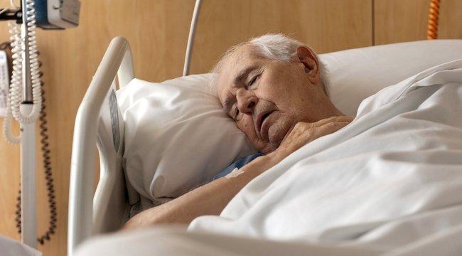 Kórházi botrány: Más ruhájátadták rá a nagypapámra
