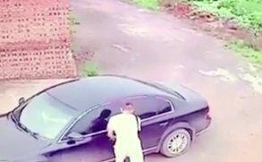 Valami olyan fogadta a tolvajt az autóban, amire igazán nem számított