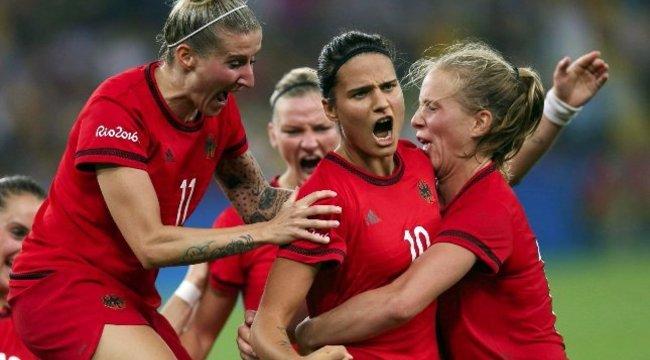 Magyar lány lett a németek legjobb focistája