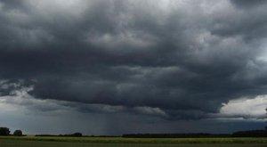 Másodfokúra emelték a vihar miatti figyelmeztetést az egész országban