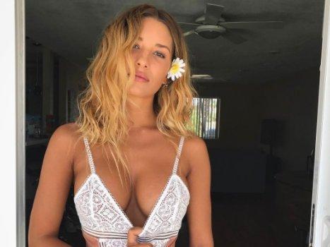 Fenekével lopta el a show-t az észbontóan szexi modell