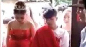 13 éves fiúval házasodott a terhes 13 éves lány