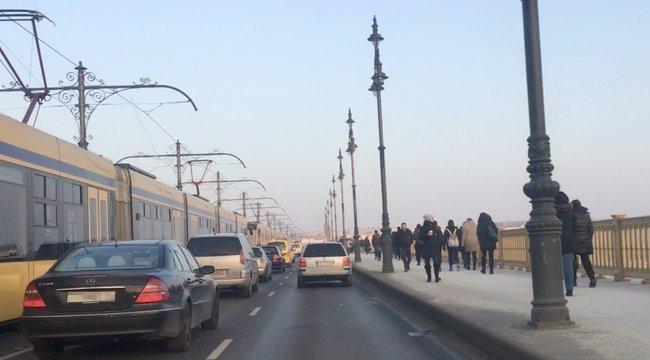 Újabb szelfis zuhanás: ezúttal a Margit hídról esett a mélybe egy lány