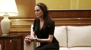 Angelina Jolie: A zuhany alatt zokogok