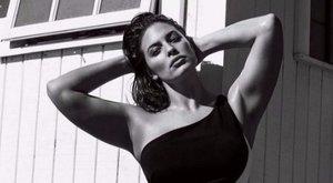 Anyaszült meztelenül szexizik a 90 kilós modell – fotó