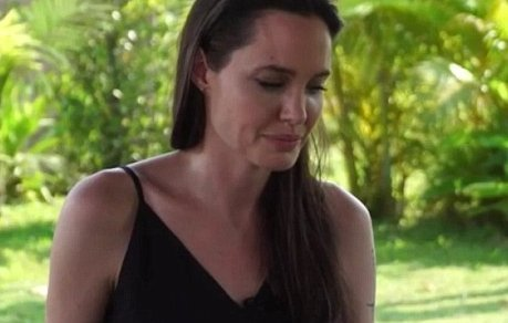Súlyos vád Angelina Jolie ellen