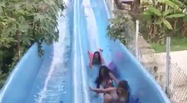 Borzalmas baleset a strand csúszdáján: két lányba rohant bele egy harmadik – videó