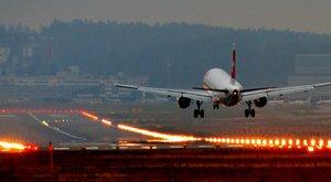 Landoló repülőgépről ugrott ki egy tini a San Franciscó-i reptéren