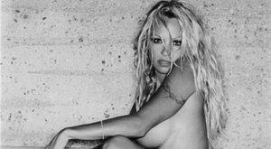 Köszönjük! Pamela Anderson csak a kedvünkért posztol