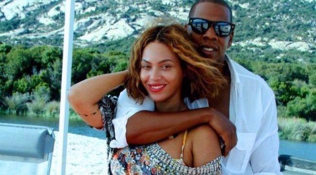 Beyoncé dekoltázsközpontú fotóval forrósítja a hangulatot