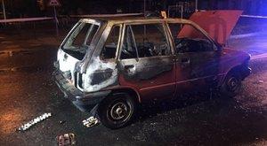 Hihetetlen eset Győrben: baleset után nem indult az autó, felgyújtotta! - fotó