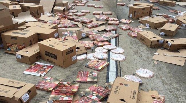 Rengeteg pizza robbantszét az autópályán – fotók