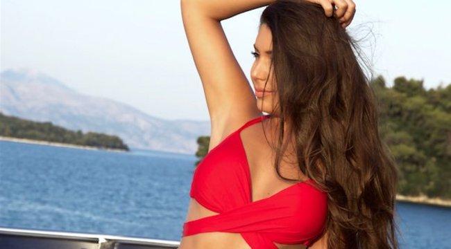 Bikinire vetkőzött a jogász szépség - fotók